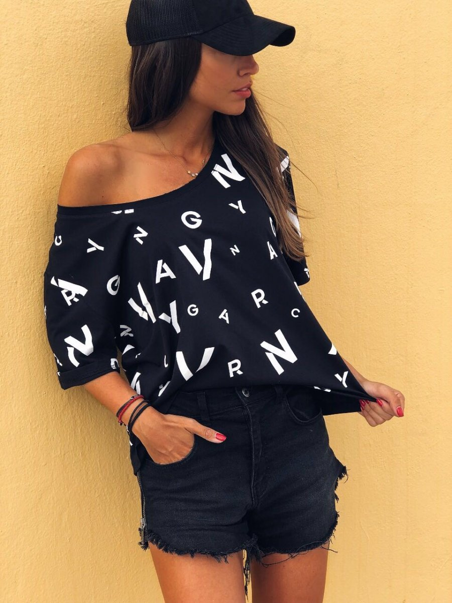 ALLOVER VAGRANCY LETTERS WOMAN TOP